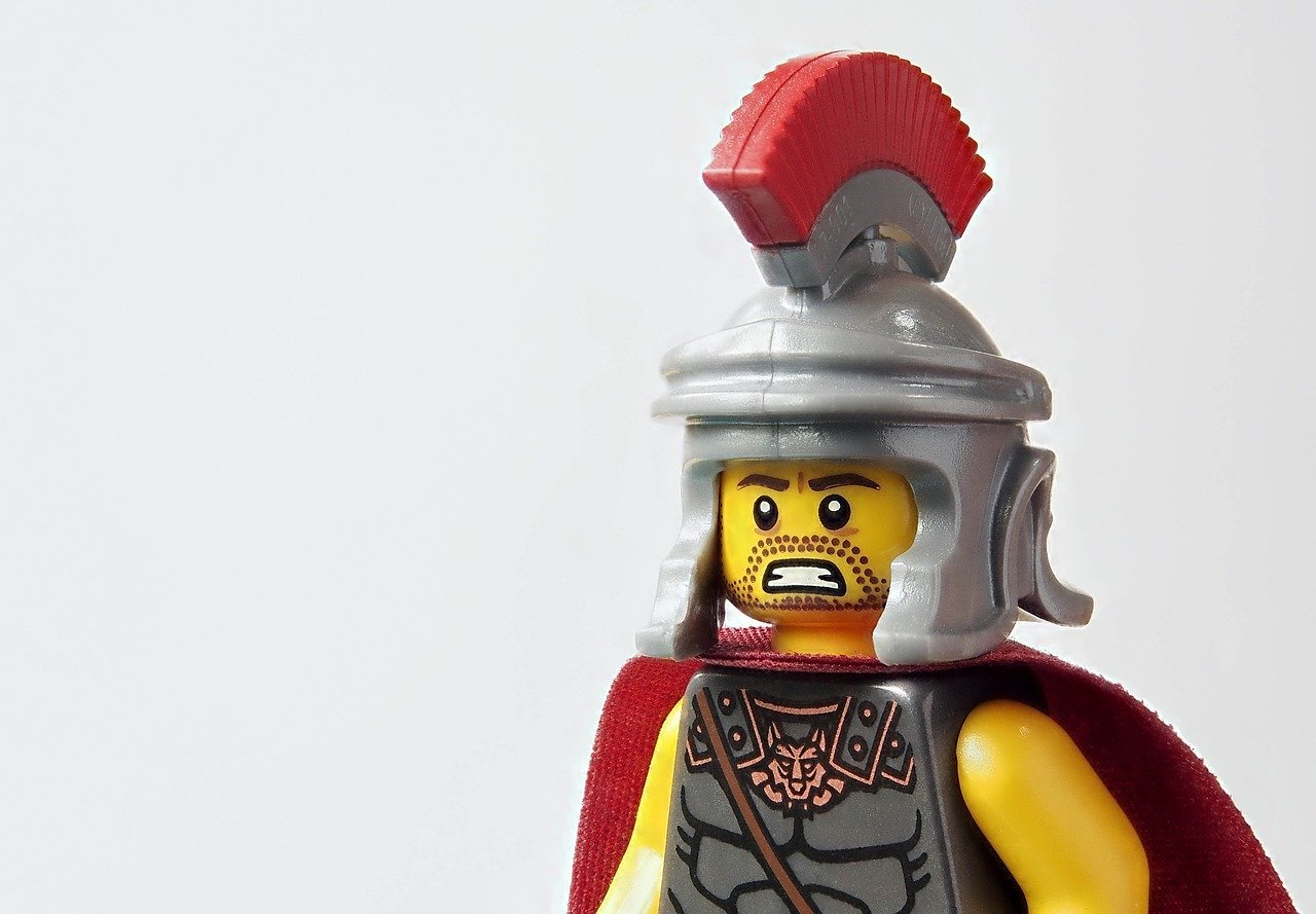 Lego, the victim of disruption - Heads of lego pieces